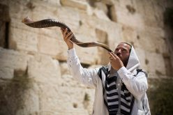 JEVREJI SLAVE JOM KIPUR, DAN POKAJANJA I POMIRENJA