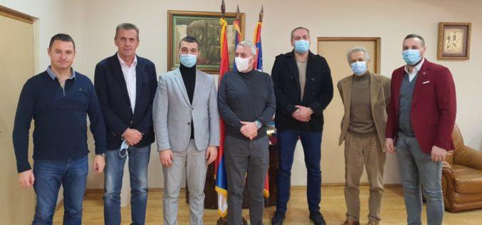 (Srpski) PREDSJEDNIK OPŠTINE VRBAS PRIMIO DELEGACIJU NACIONALOG SAVJETA