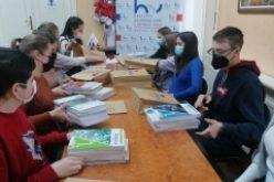 (Srpski) PRVI PUTA UDŽBENICI NA HRVATSKOME ZA SREDNJE ŠKOLE U RUKAMA UČENIKA